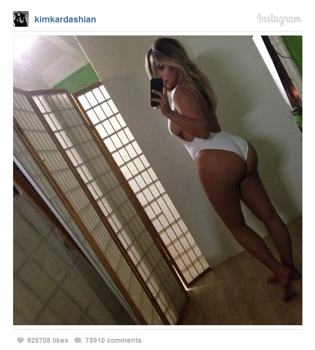 Kim Kardashian viser rumpa i sexy undertøy