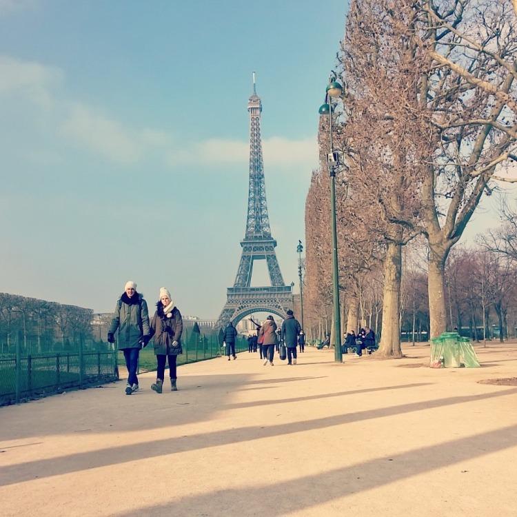 Eiffeltårnet i solen