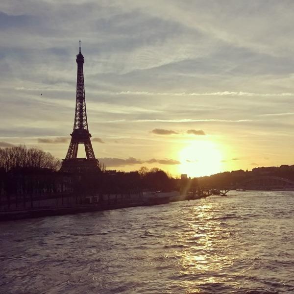 Solnedgang og eiffeltårnet