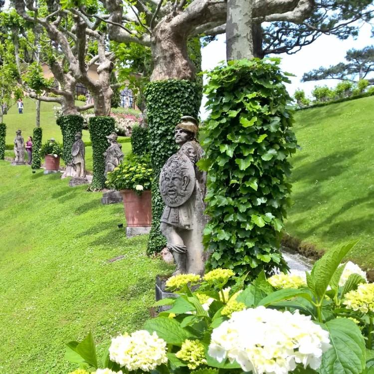22.05.15 - Statuer på Villa del Balbianello